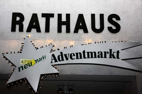 2011-11-25 - Neumarkter Adventmarkt - 1. Freitag (002)